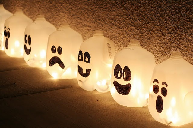 houseofintrospection:  O.O    Re-purposed milk/water jugs make spooky Halloween ghosts!  I'm sure they'd be even scarier if you dressed them up as rabid clowns….ohhhhhh!?! Click here to get this easy and fun tutorial by eighteen25!