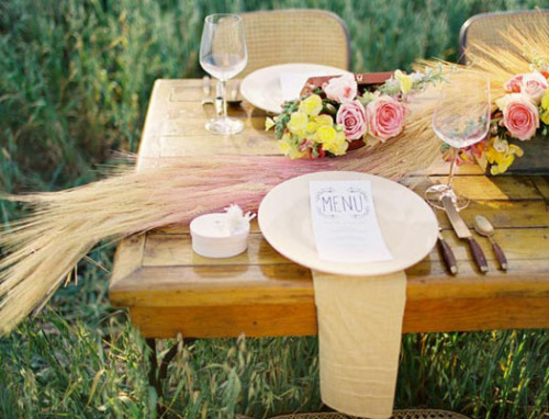 fuckyeahweddingideas:  Ombre colored wheat…so beautiful.