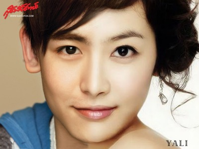 Nichkhun - Victoria are look very similar !
