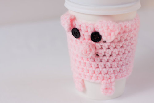 daintyloops:  (via Crocheted Cuddly Pink Pig Coffee Cup Cozy by CuddlefishCrafts)