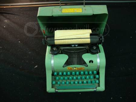 My god, I want this: Tom Thumb Portable Typewriter