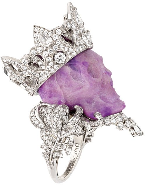 dreammason:  Christian Dior ring. Wow.