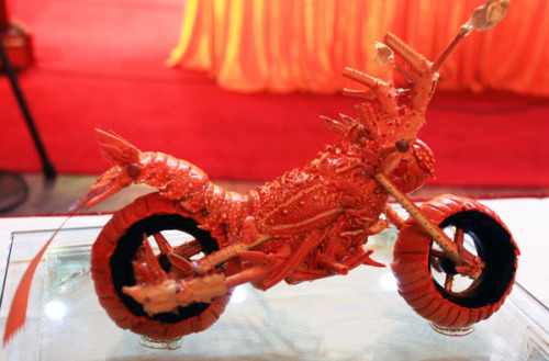 Motorcycle from Lobster Shells. Ok I want one as long as it doesn't smell. @Craftzine.com blog