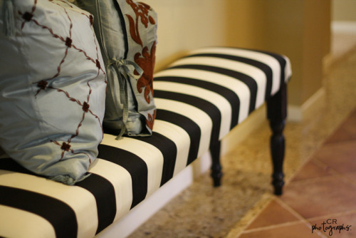 (via DIY – Ballard Designs bench | TwoFriendsTwoCitiesOneVision)