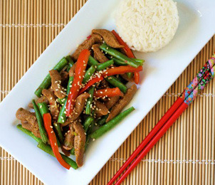 "Vegan Gingery ""Beef"" and Green Bean Stir-Fry Recipe Full recipe found over athttp://www.thiscantbevegan.com/2011/08/ginger-beef-and-green-bean-stir-fry.html   findvegan:"