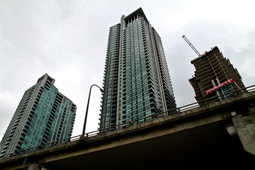 The Pinnacle at Bay and Lakeshore