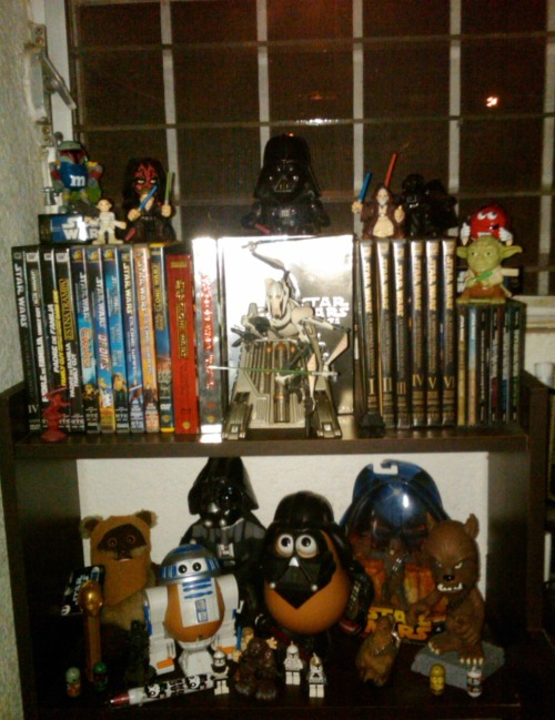 My mini Star Wars Altar in my desk hehe its just a little token of all the stuff i got  help me won a Star Wars bluray set go and like 20th Centhury Fox Mexico here: http://www.facebook.com/TCFHE and then vote for my picture under: http://www.facebook.com/photo.php?fbid=10150273150931735&set=o.140089686015003&type=1&theater