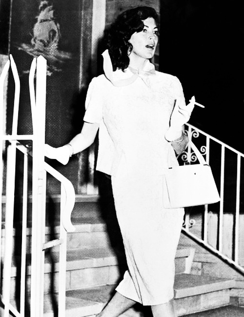 missavagardner:  Ava Gardner outside a Night Club, Sydney 1959.