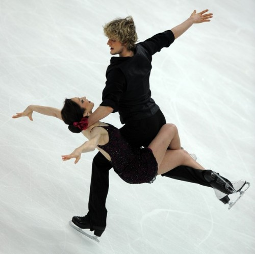beautiful-shapes:  Meryl Davis & Charlie White, 2011 FD Tangos