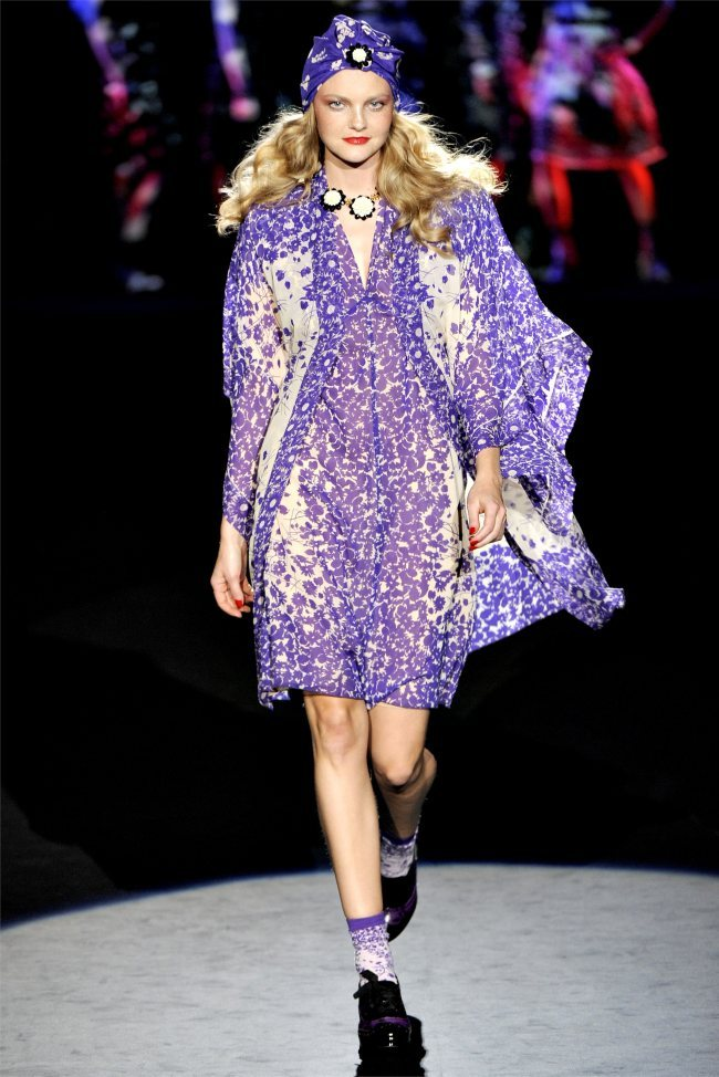 Anna Sui + Caroline Trentini  * could see a lot of models i know @ anna sui. wow!