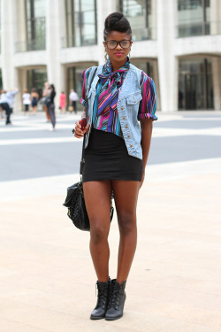 thatnigeriankid:  dailycandy:  New York Fashion Week, Lincoln Center(Photo: Janelle Jones)  It's that famous Igbo girl, Noddy!