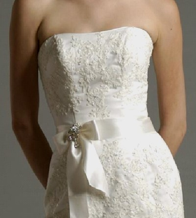 (via strapless lace wedding dress | Sangmaestro)