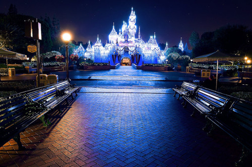disney-fied:  Sleeping Beauty's Winter Castle (Disneyland 2009) by jdhilger (computer is in a box: back soon) on Flickr.