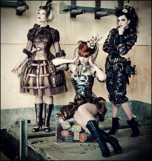 i think i've found some steampunk sisters for Halloween! they've been watching my posts and are intrigued..it is quite contagious.