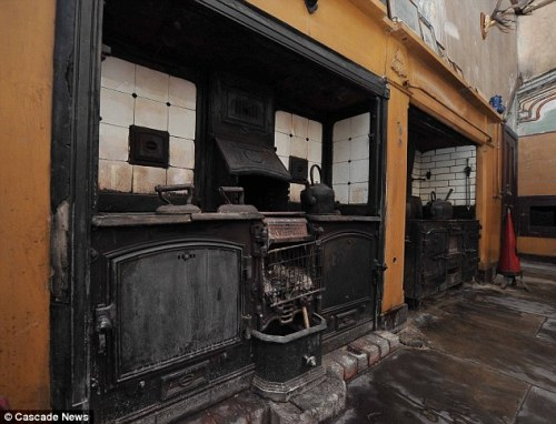 From the Daily Mail: Forgotten Victorian era kitchen discovered during renovation. http://bit.ly/rpnAbA