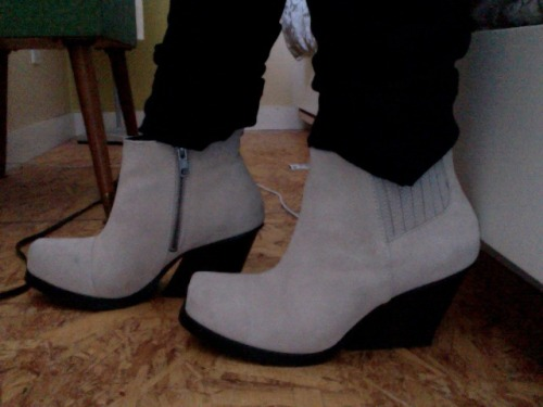 IT'S FALL! and that means NEW BOOTS. weeooo