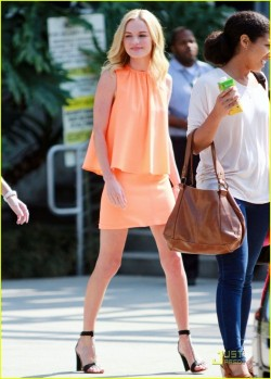 whatdoiwear-:  Kate Bosworth is stunning in soft corals!