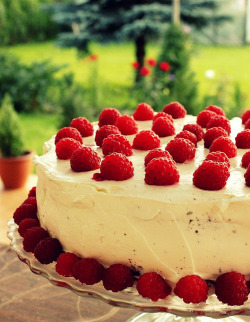 cakelove:  Raspberry Chocolate Cream Cake  so yummy