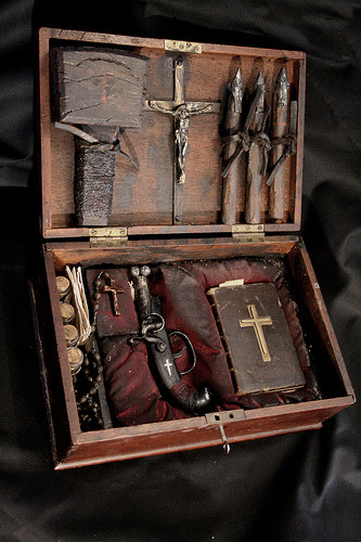 forbiddenalleys:  Early 19th century french vampyr hunting kit. The Specimens of Alex CF.
