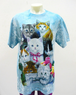 look at me in my kitty shirt!!