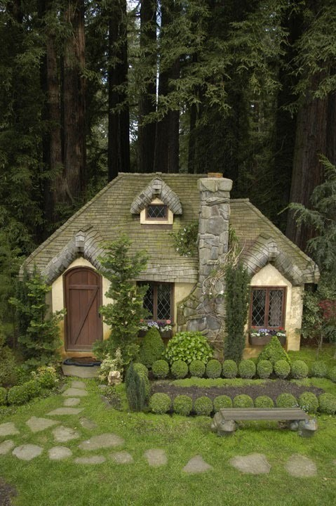 dyingofcute:  cottage in the woods