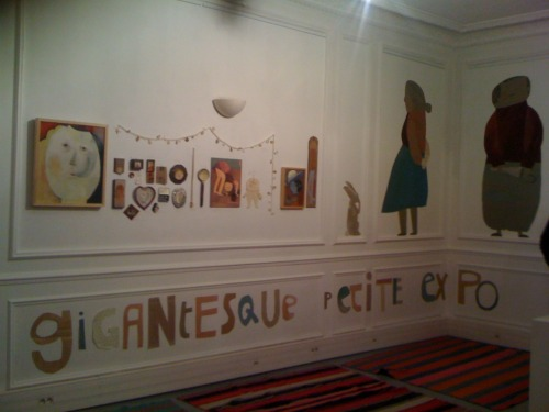 "Beatrice ALEMAGNA-Vernissage in ""Autrement-maison d'édition"". It was a very good place to go to on a windy evening. Paris has the strength of offering to you what other cities cannot-the very large array of events which are so numerous that everyone will find his happiness, regardless of age, humour (or the lack of it) or sex. I went to this ""vernissage"" at about 19h and was warmly welcomed by people already holding plastic cups filled with red or white wine in one hand and a piece of a parisian baguette in another. I met the author/the illustrator of the books around which so many people gathered yesterday. Her name is Beatrice Alemagna (http://www.beatricealemagna.com/) and she is a very positive and inventive person. Her illustrated books as she calls them make us travel in time, when we open any book of hers we are suddenly becoming kids again and have the pleasure of analysing images and words from our childhood with our adult eye and soul. And this is an immense gift she gives us because let me tell you that this is not an easy task. But she did it and this with an incredibly accurate talent, I chose the word ""accurate"" because it describes best the way it works. I will let you discover this artist, who seems very fulfilled actually. When I looked into her big, intelligent eyes I saw her world and it is more than desirable. Ce fut un bon endroit à se rendre un soir rempli de vent. Paris a la force de vous offrir tout ce dont les autres villes ne sont pas capables- un large assortiment d'événements qui rendreront tout le monde heureux, quelque soit leur âge, le sens de l'humour (ou le manque de l'humour) ou leur sexe.Je suis allée à ce vernissage à 19h à peu près et j'ai été chaleureusement accueuillie par des gens qui tenaient un gobelet en plastique rempli déjà de vin rouge ou blanc avec un bout de baguette à la main. J'ai pu rencontrer l'auteur des livres qui ont réussi à réunir tout ce monde. Elle s'appelle Beatrice Alemagna (http://www.beatricealemagna.com)  et c'est une personne très positive et inventive. Ses livres ""illustrés"" comme elle les appelle nous font voyager dans le temps, lorsque nous ouvrons un des ses ouvrages nous redevenons des enfants et avons le plaisir d'analyser les images et les mots de notre enfance avec l'oeil et l'âme d'un(e) adulte. Et c'est un cadeau énorme qu'elle nous fait parce que, laissez moi vous dire cela, ce n'est pas une chose facile. Mais elle l'a fait et cela avec un talent incroyablement ""précis"", j'ai choisi le mot ""précis"" parce qu'il explique le mieux la façon dont cela marche. Je vous laisse découvrir cette artiste qui a l'air très accomplie. Lorsque je l'ai regrdée droit dans les yeux, ses grands yeux intelligents, j'ai pu voir son monde et il est plus que beau!"