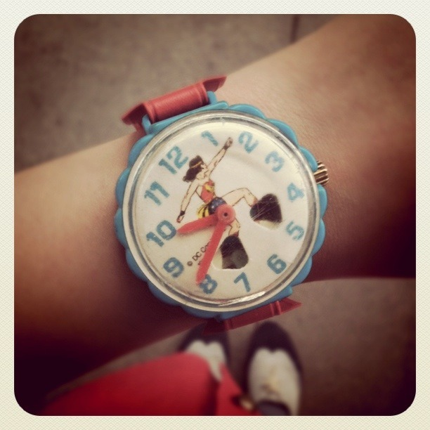 bettyfelon:  09.16.11 daily watch: vintage Wonder Woman watch ★  You always have the best accessories!