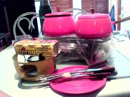 found an adorable 70's cooking set, complete with CANNED HEAT! (the pic doesn't do it justice, the set is a beautiful shade of burnt orange)