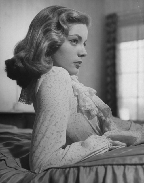 Oh how I *love* Lauren Bacall!