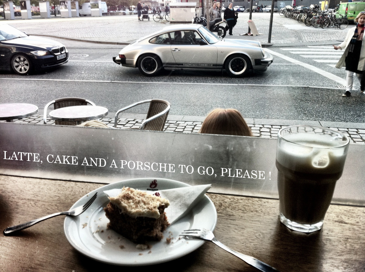 Latté, cake and a Porsche to go please !