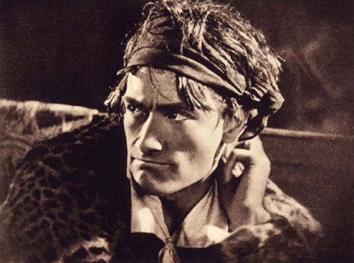 chagalov:  Antonin Artaud as Marat in Napoléon Bonaparte (Abel Gance, 1927)   [+] [thanks burnedshoes for the link.  see also: billyjane] from cinémathèque française