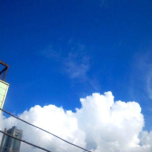 ( ՞ٹ՞)b #blue #sky #cloud (Taken with instagram)