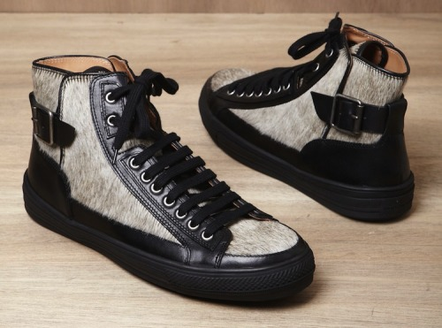 jbasdew:  Dries van noten. Sneakers Classic.