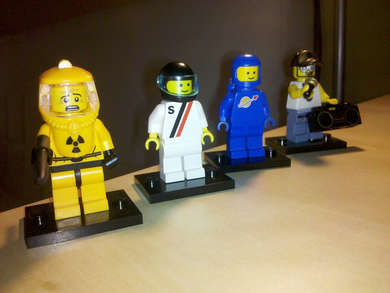 mattsbrickgallery:  My minifig collection, part 1. Submitted by drkotasz: