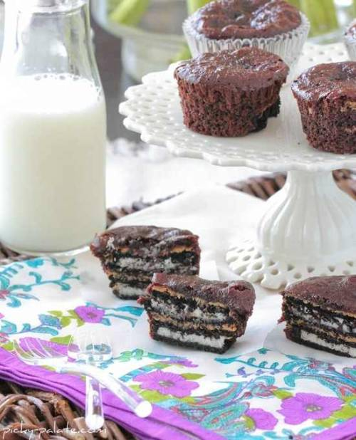 boyfriendreplacement:  Oreo and Peanut Butter Brownie Cakes Recipe