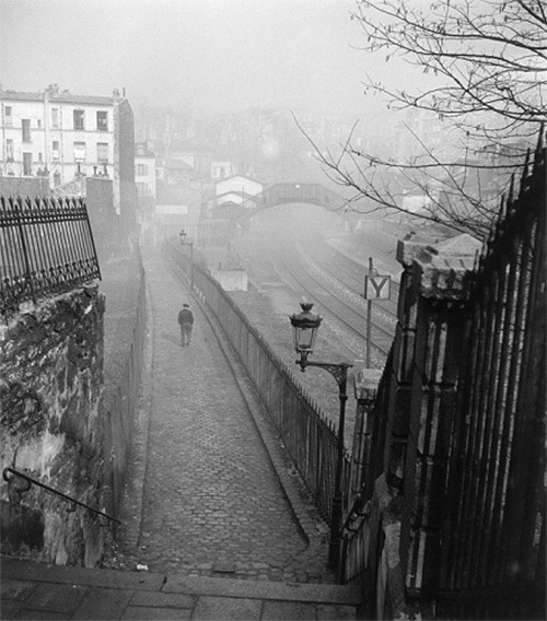 willy ronis, escalier menant de la rue de ménilmontant au quai de petite ceinture posted by/ thanks to wonderfulambiguity