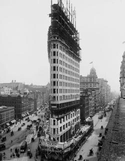 historyisinteresting:  Construction of Manhattan's Flatiron Building. Manhattan, New York City - 1901.