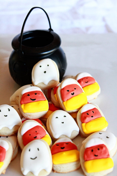 Mini Halloween cookies! So freakin' cute!