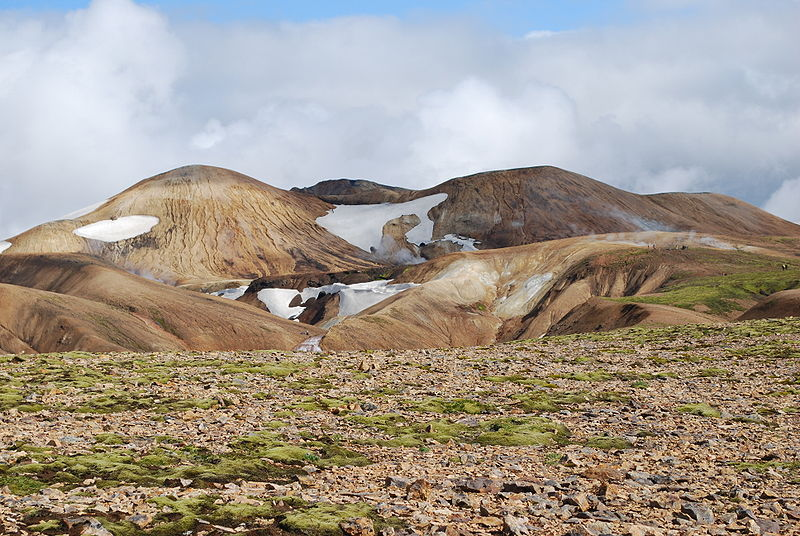 Kaldaklofsfjöll mountain range during path to Landmannalaugar, Iceland. Credit: Petr Brož. (via Wikimedia Commons)