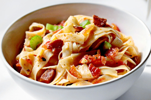 phoods:  (via Pasta With Bacon And Tomato Sauce « Recipe « Zoom Yummy)