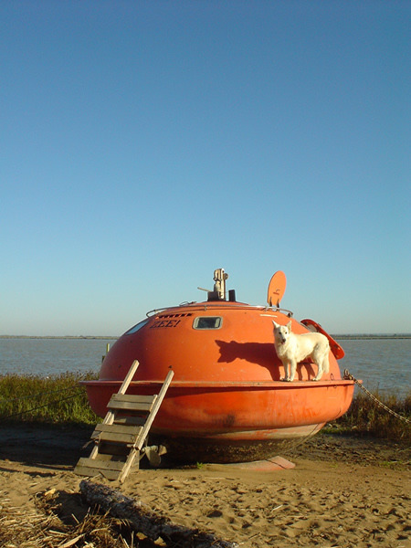 publicdesignfestival:  This is not an oil-rig escape pod but an unusual hotel created by the Dutch architect and artist Denis Oudendijk. The 4.3 m capsule can host up to 3 people and offers comfortable hammocks. The capsulehotel is located in Den Haag (The Netherlands) and is not recommended to claustrophobics.