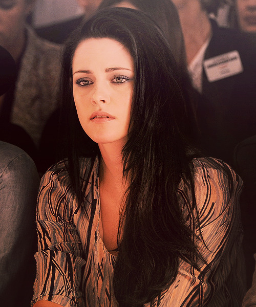 jacob-jankowskis:   kristen stewart mulberry ss 2012 fashion show - lfw (2011)  I love all the comments about how beautiful she is, this isn't photoshopped. It's just her and she is beautiful.