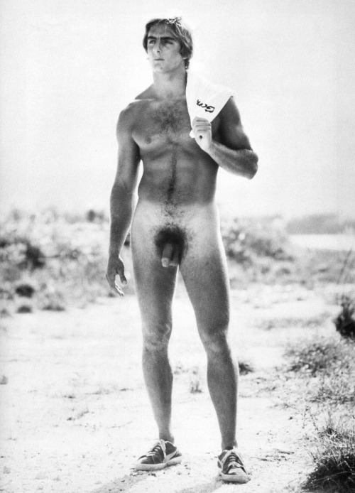 temple-of-apollo:  NAKED HUNK