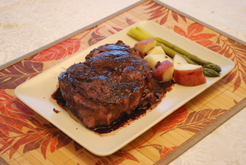 New york strip steak glazed with basalmic vinegar and red wine sauce. Served with steamed potatoes & asparagus.
