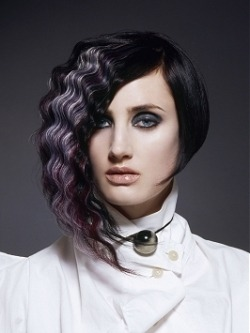 (via Romantic Goth Girl Hairstyles)