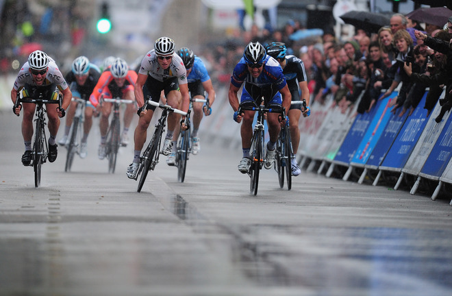 fuckyeahcycling:  Mark Cavendish of Team HTC Highroad beats team mate Mark Renshaw to the line to win Stage Eight of the Tour of Britain (via Cycling - Photo Gallery - Yahoo! Sports)  this was one of the most amazing sprints i've ever seen.