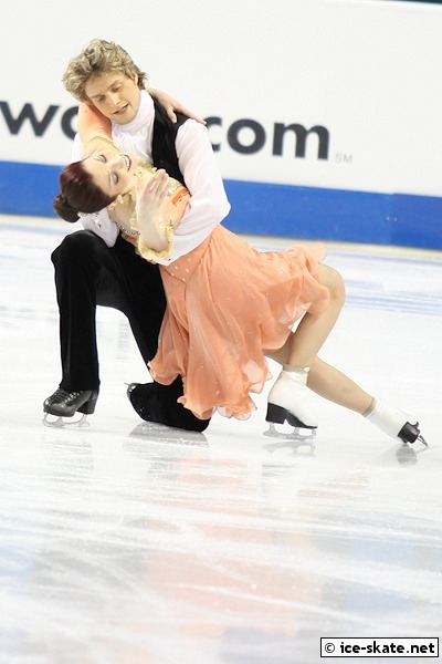 beautiful-shapes:  Meryl Davis & Charlie White 2011 SD