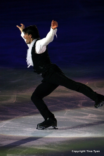beautiful-shapes:  Stéphane Lambiel Thin Ice 2009