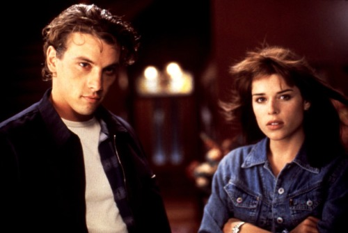Skeet Ulrich as Billy Loomis & Neve Campbell as Sidney Prescott in Scream.