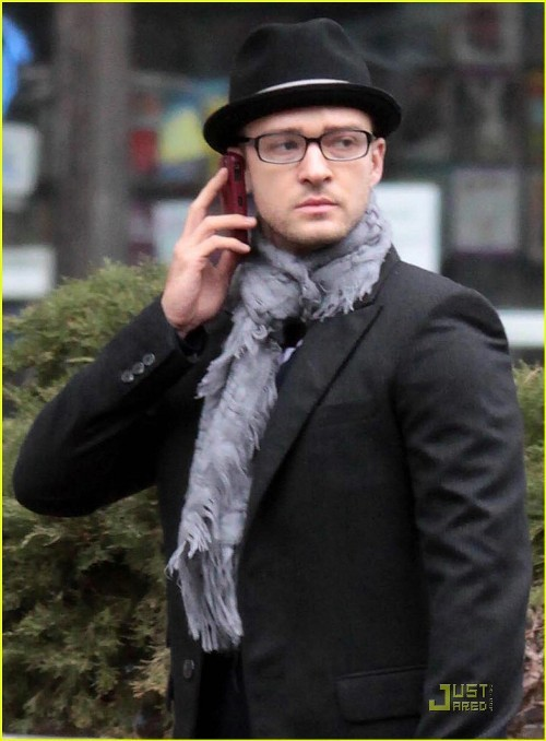 justintimberlakedoingthings:  Justin Timberlake schedules a dinner date with himself via voicemail  OMFG